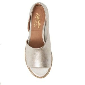 ANTHRO SEYCHELLES METALLIC D'ORSAY LEATHER FLATS